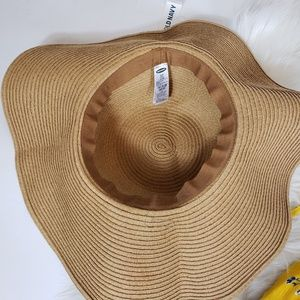 bb1cd0f06 NWT Old Navy beach woven floppy hat Small Medium NWT